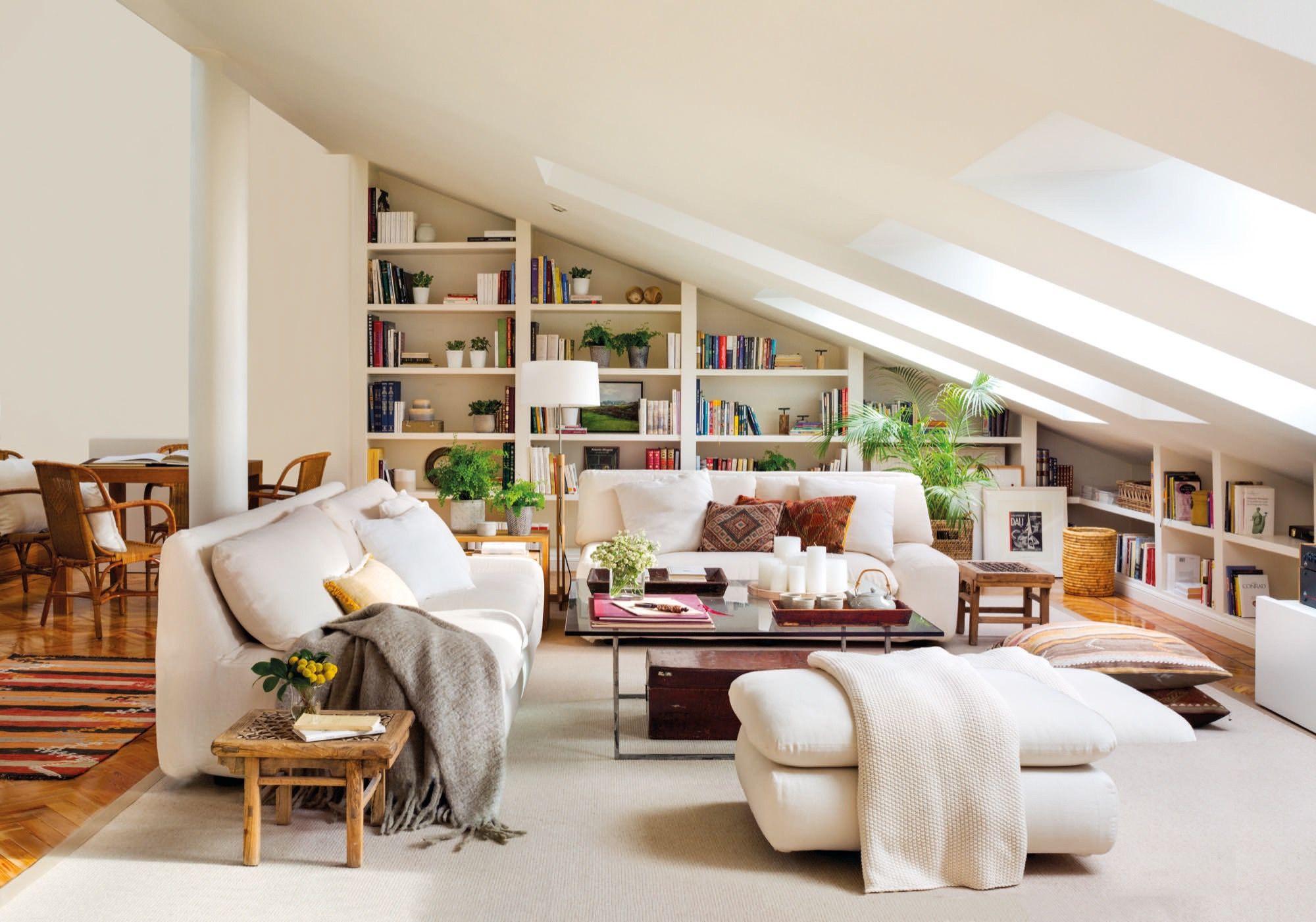 El salón-estudio  Design de chambre mansardée, Idée déco