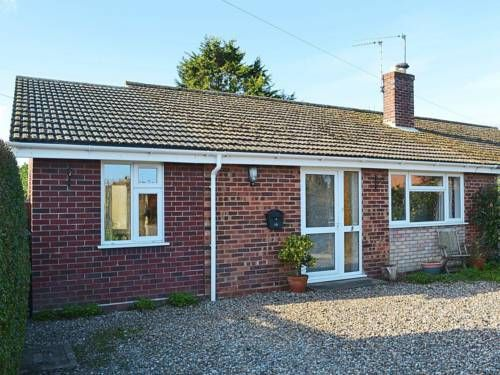 Montana Cottage Happisburgh Montana Cottage is a holiday home located in Happisburgh in the Norfolk Region and is 27 km from Norwich. The property is 27 km from Great Yarmouth and boasts views of the city.  The kitchen comes with an oven. A TV is featured.