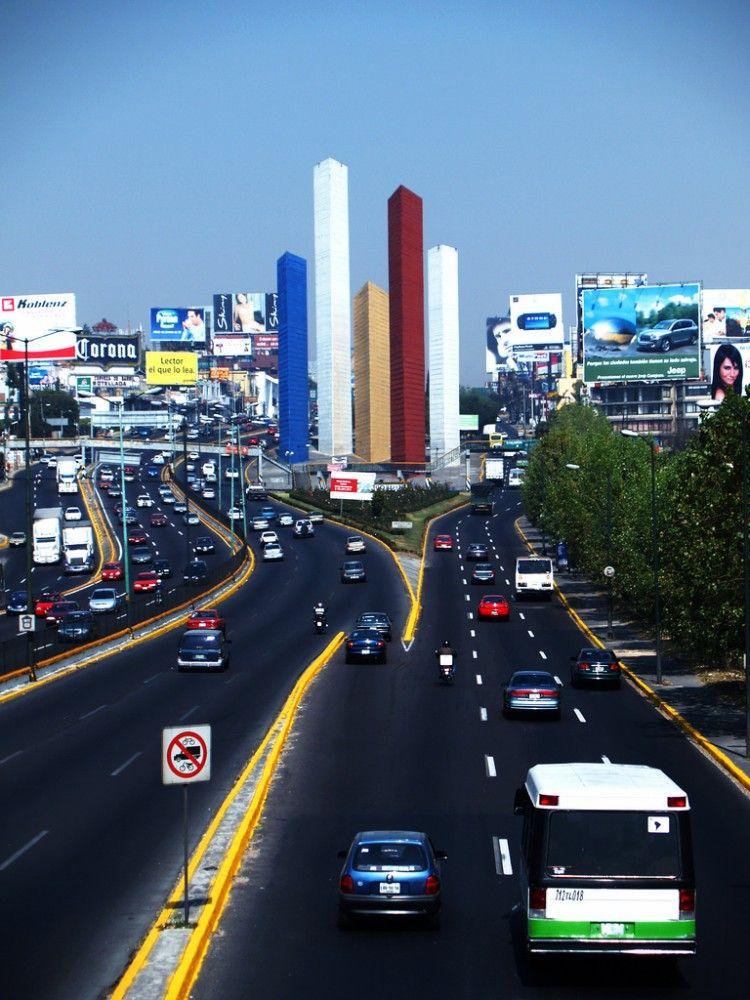 Clásicos de Arquitectura: Torres de Satélite / México D.F. / Luis Barragán