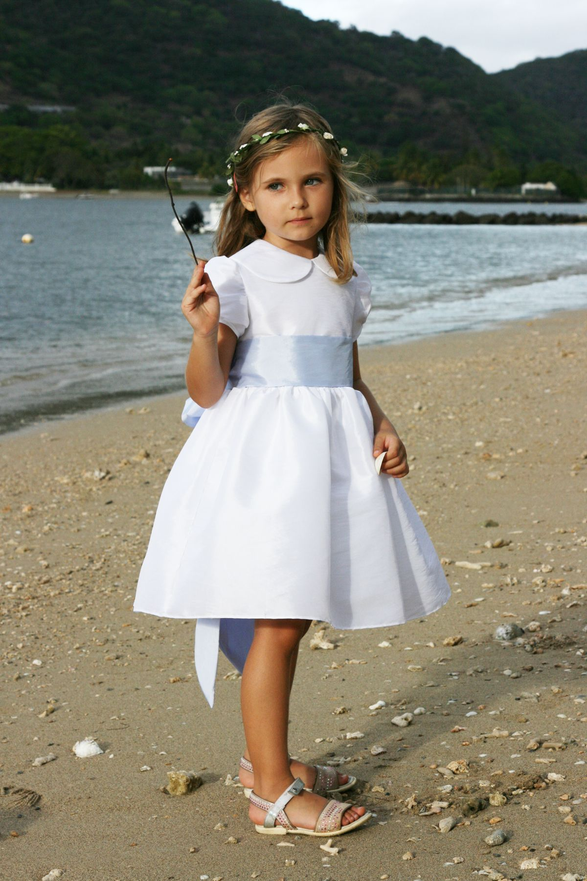 112c8416cd8f flowergirl dresses beach little eglantine 7 Ambre 1 - Stylish Outfits for  Children at Weddings by