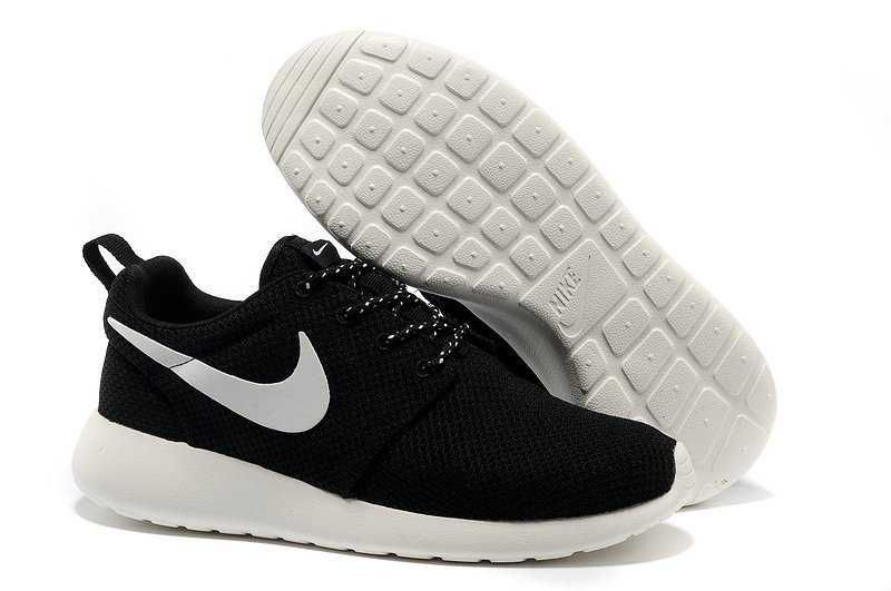 nike roshe runs men black and white