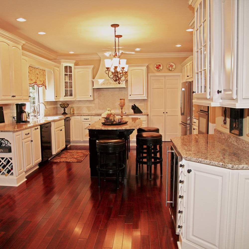 Traditional Cream Mahogany Kitchen Mahogany Kitchen Traditional Kitchen Remodel Kitchen And Bath