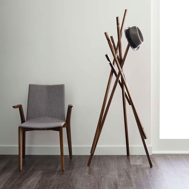 Perchero de pie moderno de nogal de roble sticks davis mobiliaro pinterest perchero - Percheros modernos ...