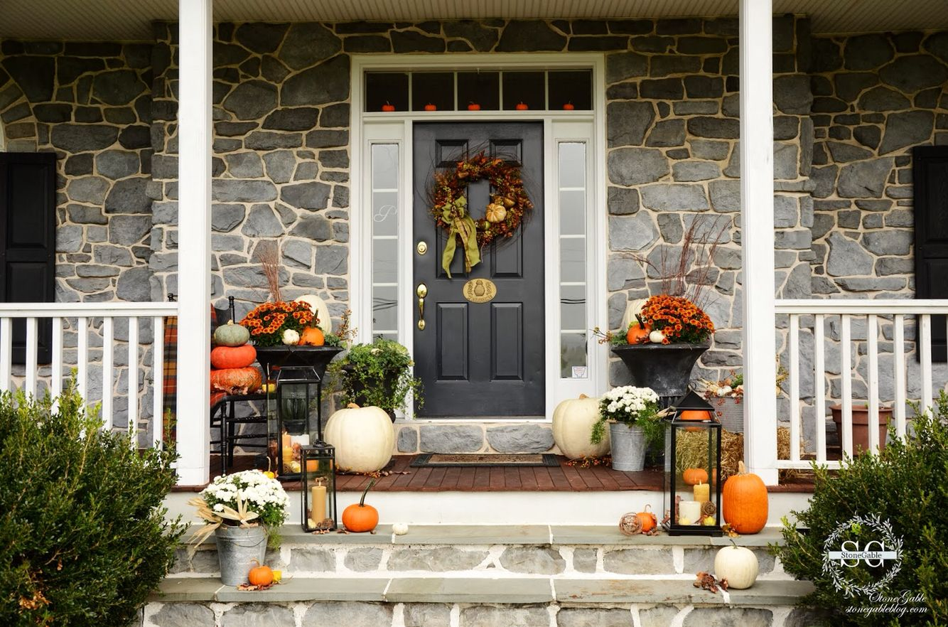 Joss  Main fall porch decor w/ lanterns H O L I D A Y S Fall - Front Door Halloween Decoration Ideas