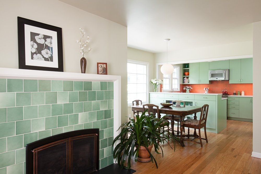 Before  After A 1940s Kitchen Gets an Era-Appropriate Makeover