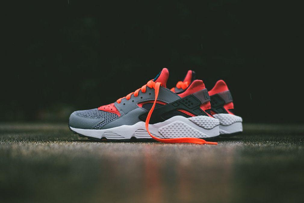 Nike Air Huarache – Cool Grey/Bright Crimson