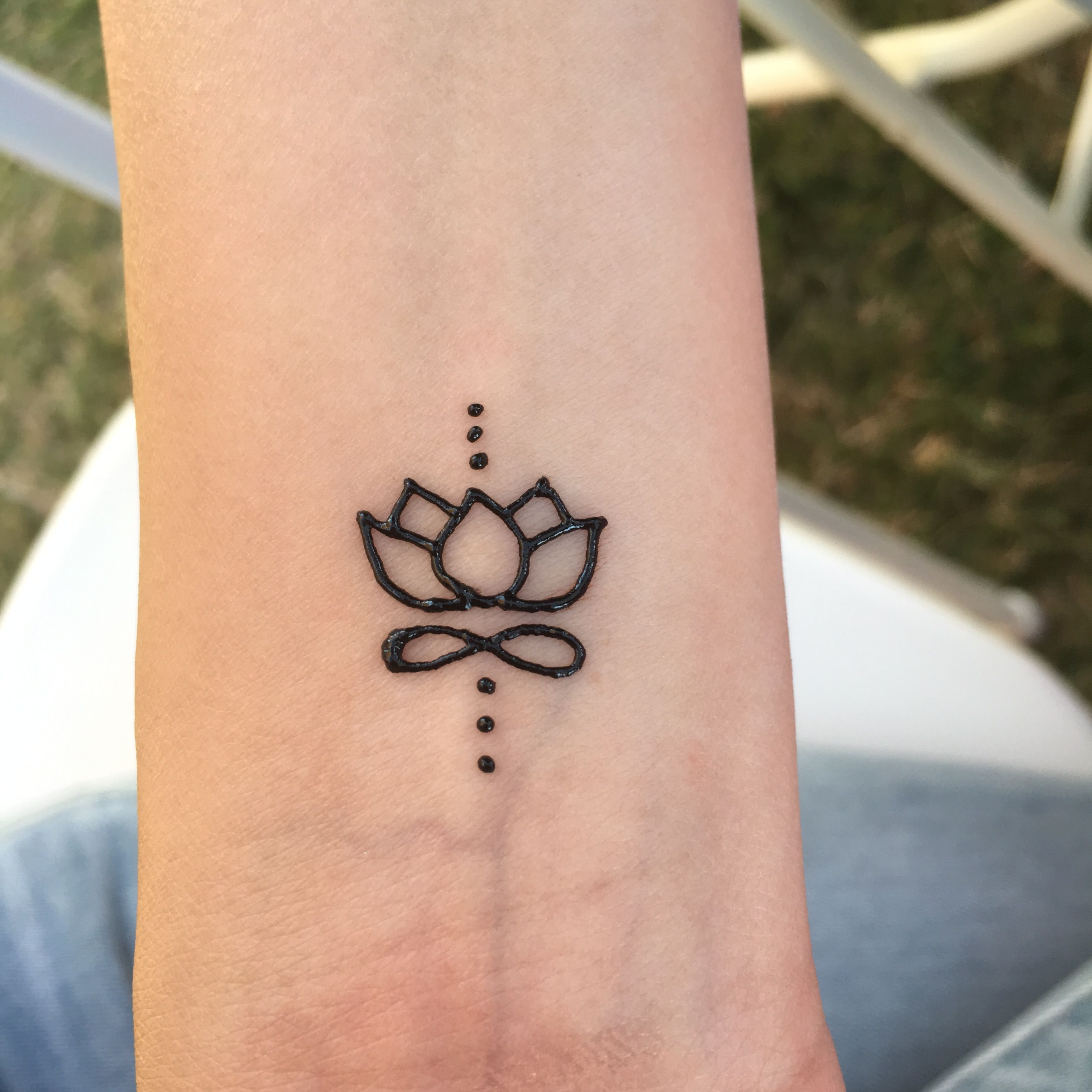 Henna Mehndi Tattoo Designs Idea For Wrist: Small Lotus Henna Tattoo