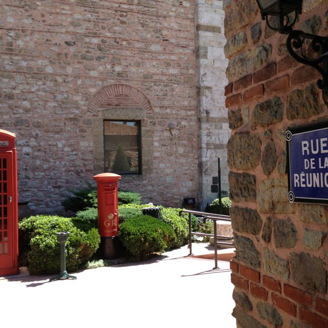 A corner in the museum. A bit of London on a French street. Rahmi M. Koc Muzesi / Museum