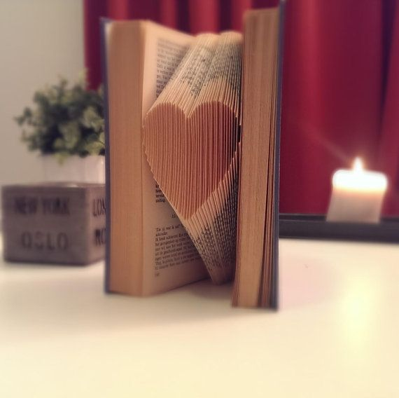 Low Budget Wedding Gifts: Paper Anniversary