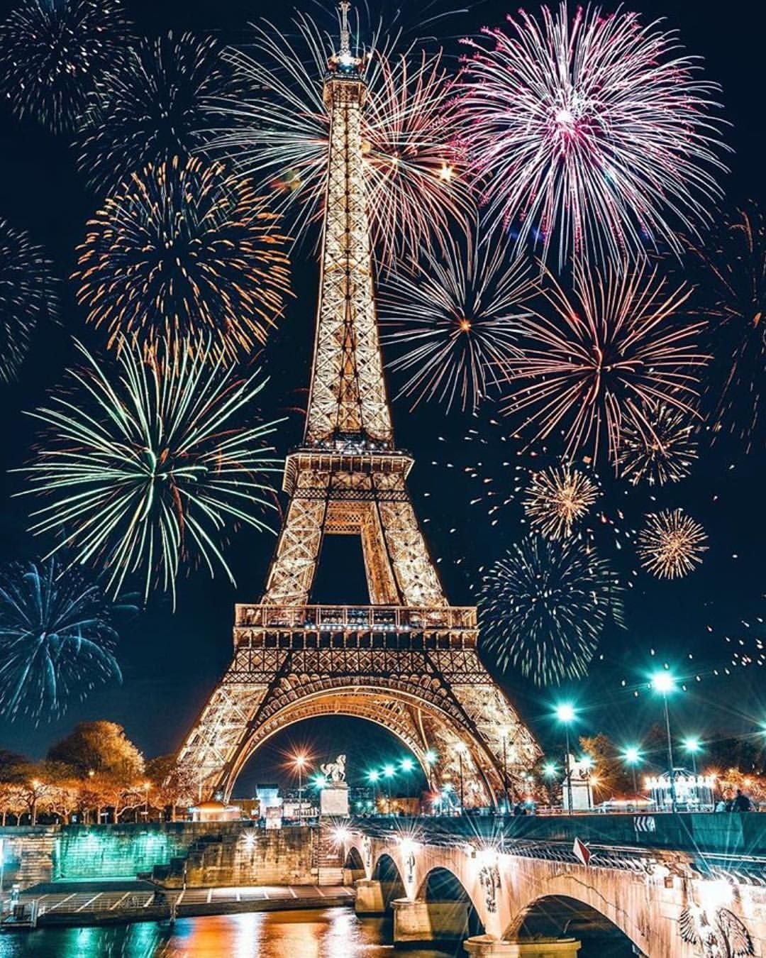 #paris #parisfrance #eiffeltower #toureiffel #eiffel #parisphotography #parisarchitecture #thingstodoinparis #visitparis #happynewyear2019 #happynewyear #eiffeltower