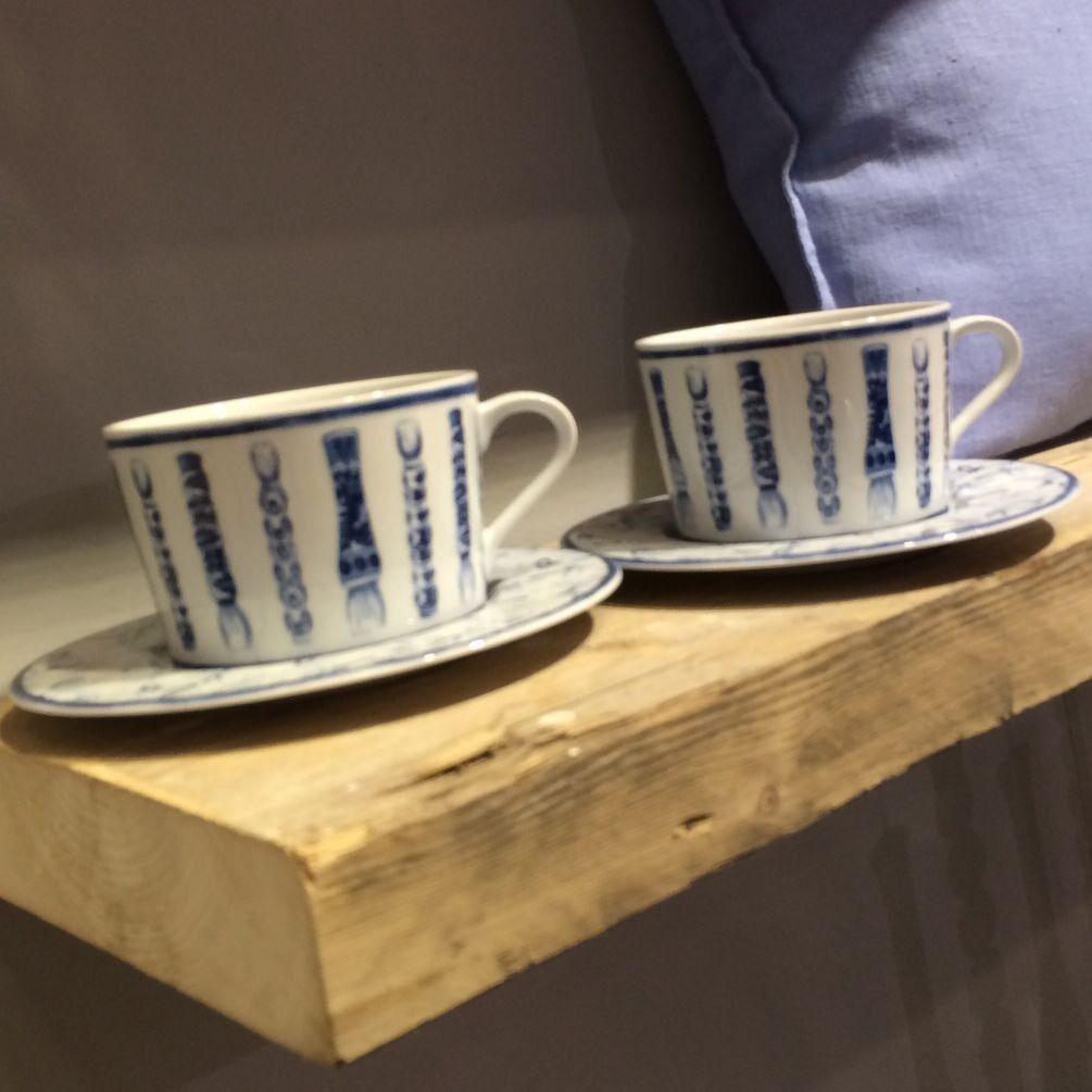 Calli+-+Tasse+dejeuner+bleue+et+blanche+pinceaux