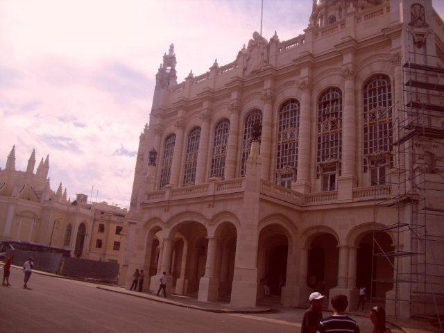Ex palacio presidencial, al fondo la iglesia de la Loma del Angel, a 200 metros de CASAMAURA