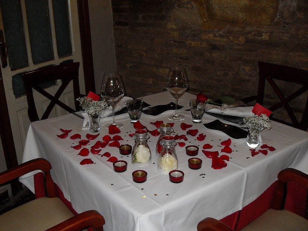 Decoración mesa para cena romántica. San Valentín, aniversario ...