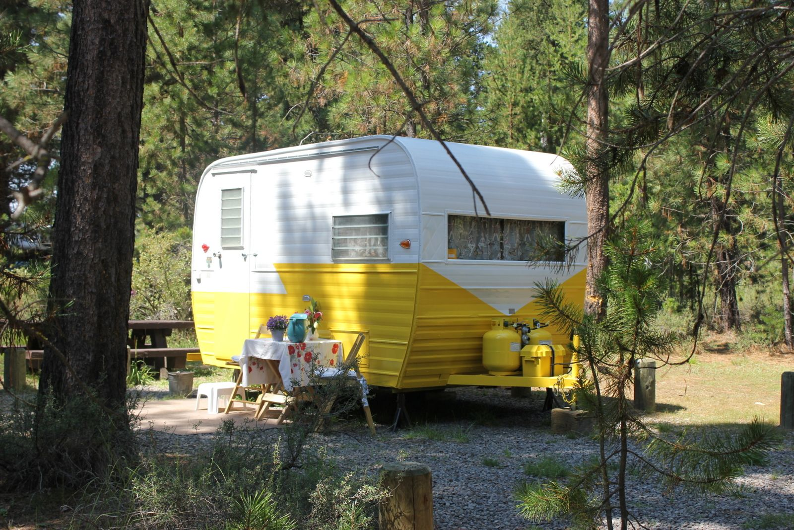 www cowgirlcabins com Vintage travel trailers for rent in