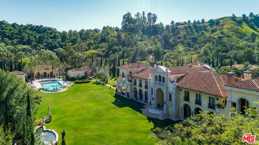 Most Expensive Homes In California Photos And Prices Zillow Mansions Beverly Hills Mansion Expensive Houses