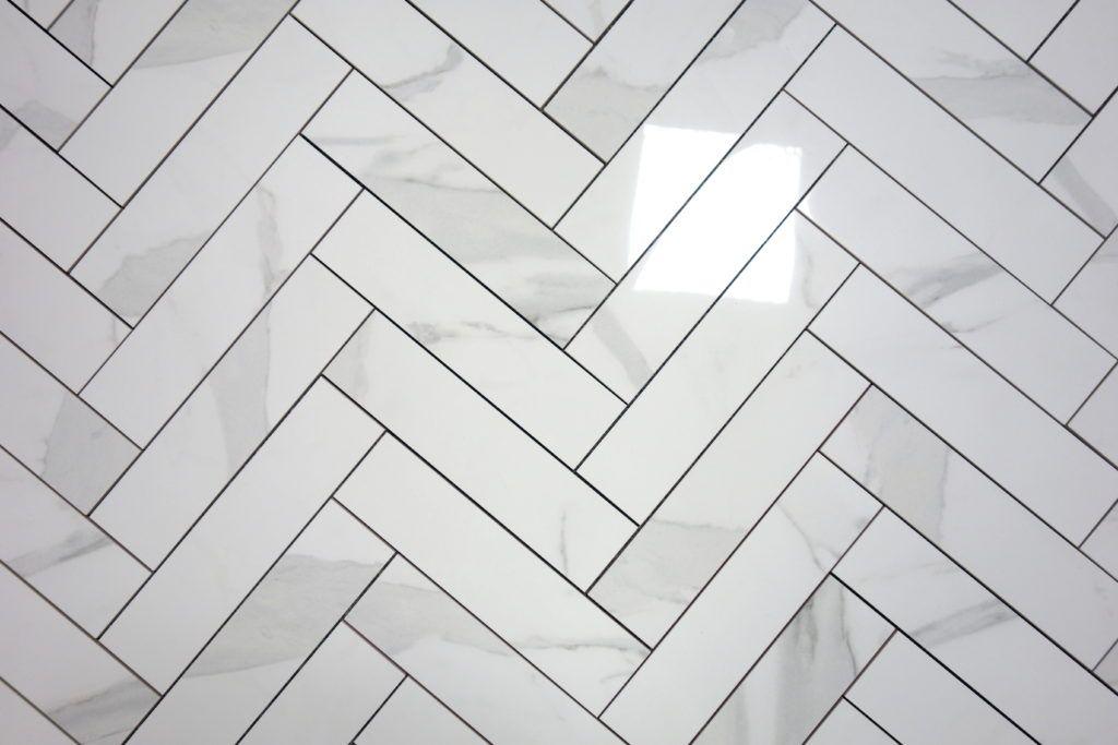 Gres Carrara Cegiełka Polerowana Imitujący Biały Marmur