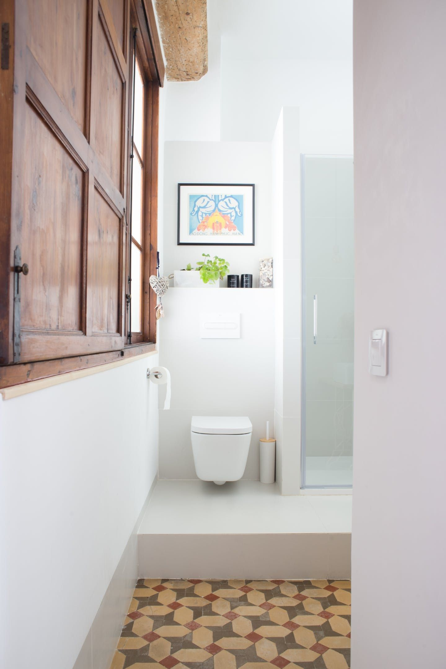 Gravity Home: Light bathroom with original details in a light ...