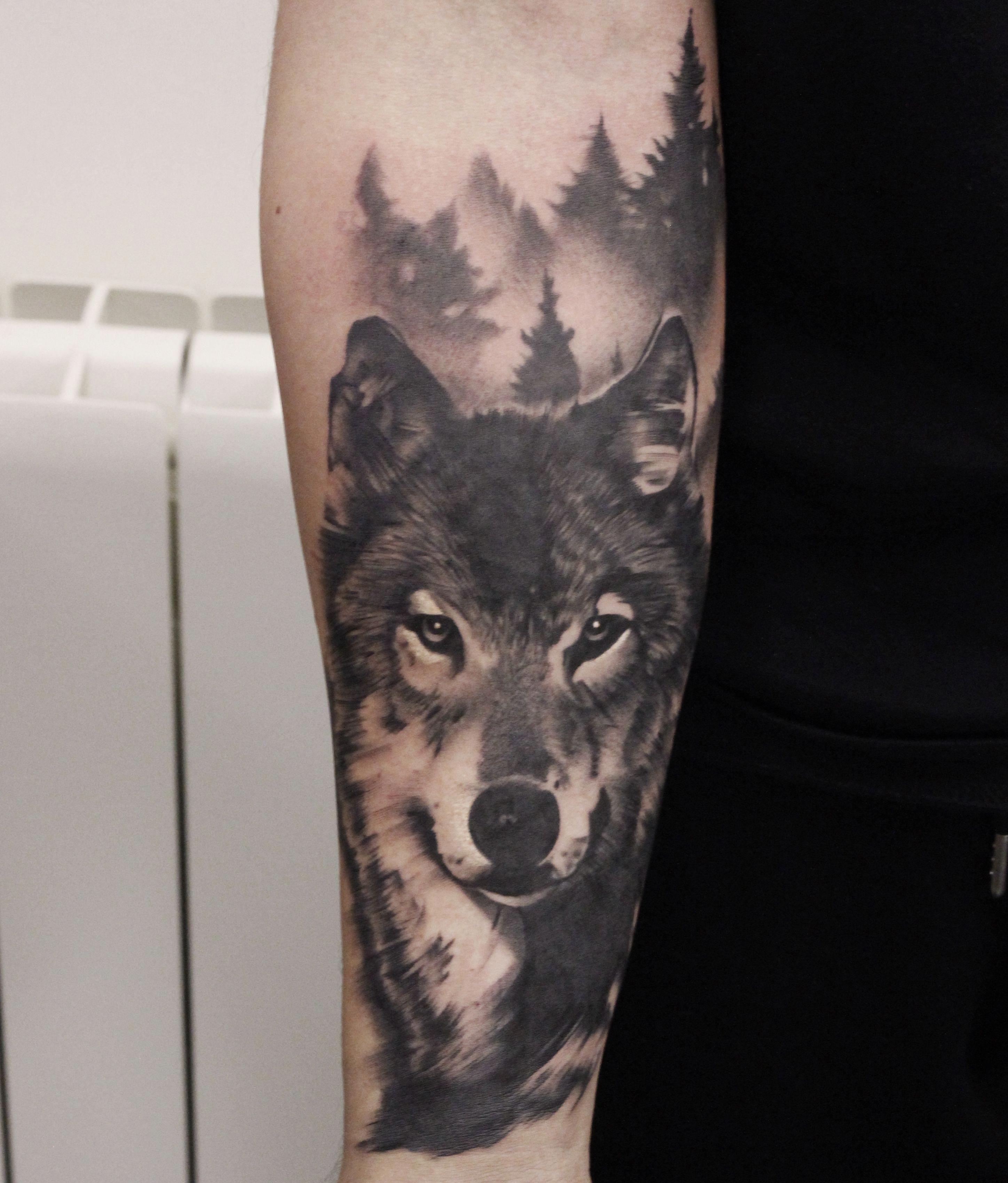 16 Tatuajes de lobos en el brazo para mujer