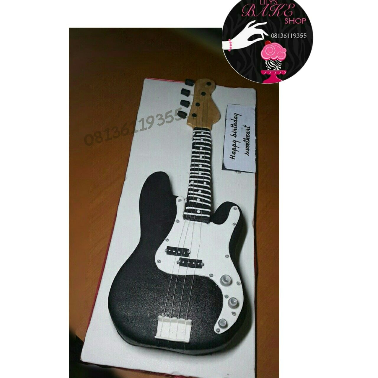 Lilysbakeshop guitar 🎸 🎸 cake