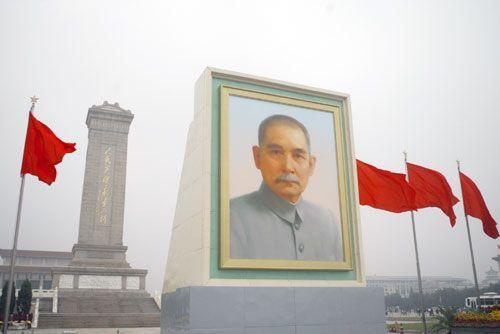 Image from http://www.absolutechinatours.com/UploadFiles/ImageBase/Sun-Yat-sen-father-of-modern-China-1.jpg.