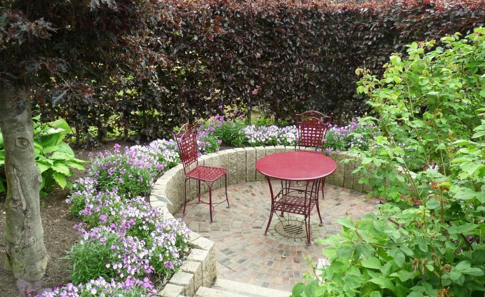 12 Ideen Fur Sitzplatze Im Garten Sitzplatz Im Garten Garten Gartensitzplatz
