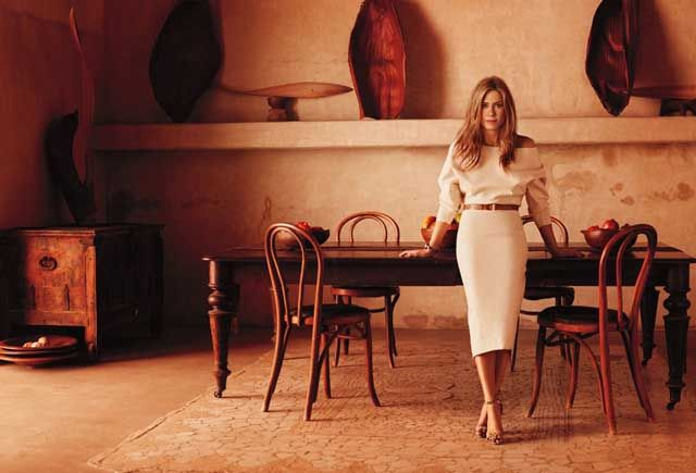 Jennifer Aniston wearing a Donna Karan linen canvas dress for In Style magazine. #JenniferAniston #DonnaKaran #magazine