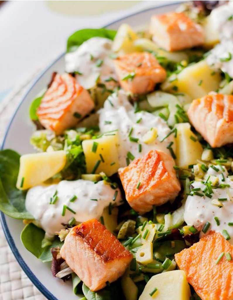 Salade healthy salade de poisson 11 salades l g res et color es pour tre en forme tout l - Salade d ete composee ...