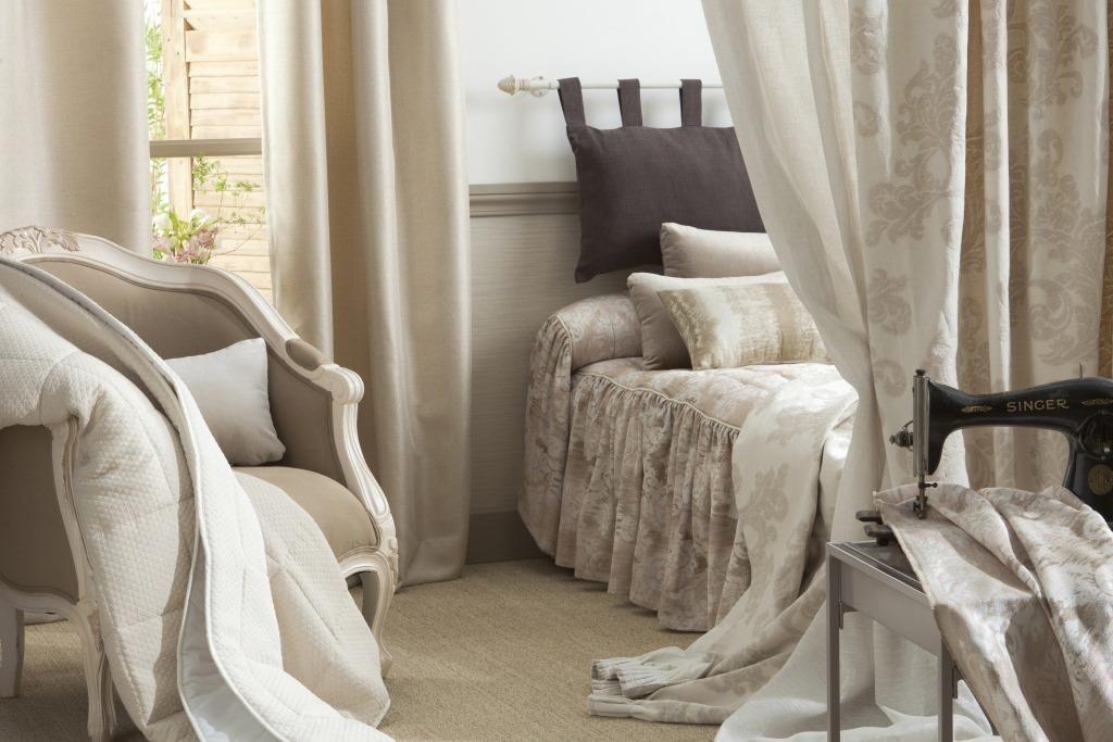 t te de lit confectionn e sur mesure par saint maclou fa on coussin avec le tissu madisson. Black Bedroom Furniture Sets. Home Design Ideas