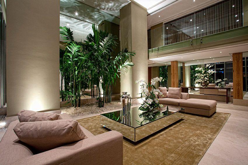 Hall de entrada de casas luxuosas de jogos equipada com for Casa stile zen