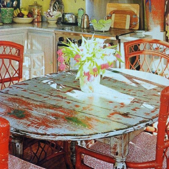 Love love love the paint finish on this dining table