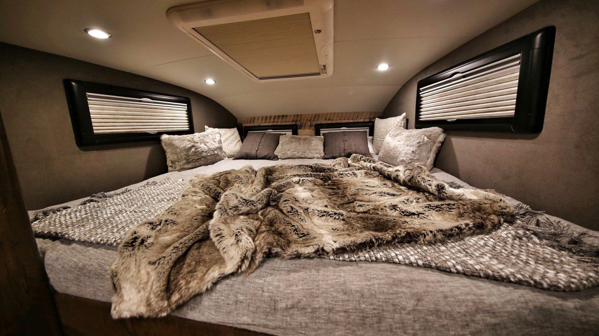 The 1 5 Million Earthroamer Is The Most Luxurious Offroad Rv You Ve Ever Seen Camper Luxury Cool Campers