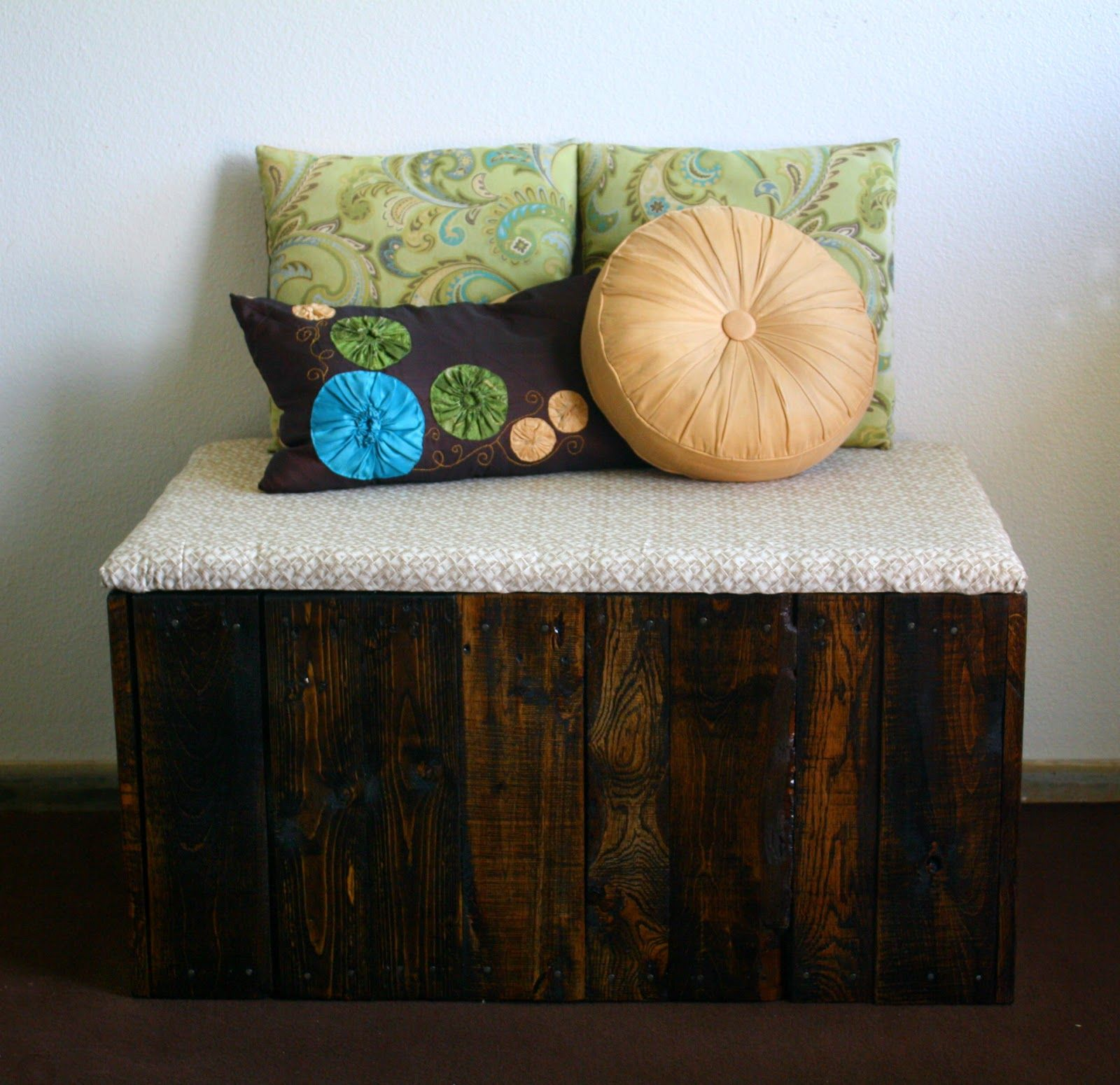 Reclaimed Pallet Wood Litter Box Bench With Images Hiding Cat