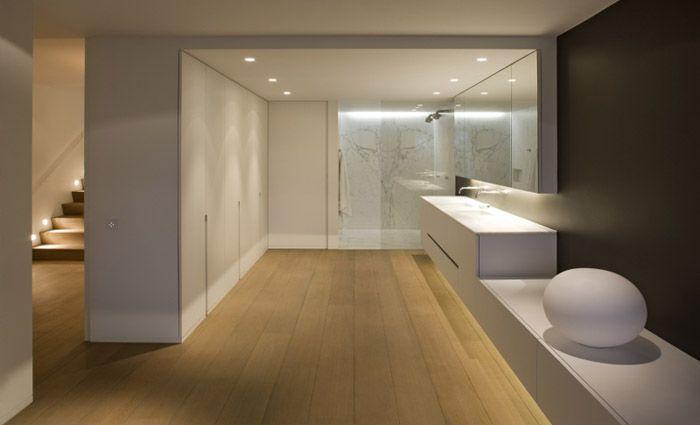 Open badkamer met dressing en doorlopend badkamermeubel leuke design badkamer aan de hand van - Badkamer scheiding ...