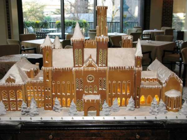 This beautiful replica of the Smithsonian Institution castle was made by pastry chef Charles Froke, who recreated this famous landmark entirely in gingerbread cake with sugar in place of the window glass and chocolate for the trees.  He used of 100 pouds of gingerbread dough, 80 pounds of icing, 20 pounds of sugar and 5 pounds of chocolate.