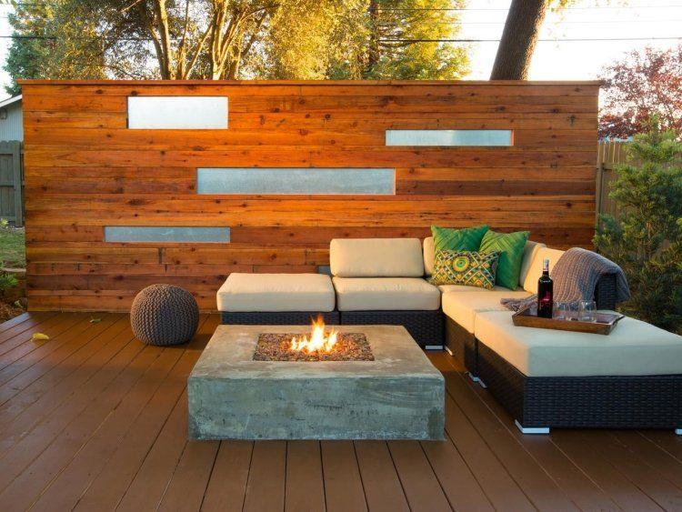 Außenküche Selber Bauen Holz : Sichtschutzwand aus holz und sitzplatz aus kunststoffrattan neben