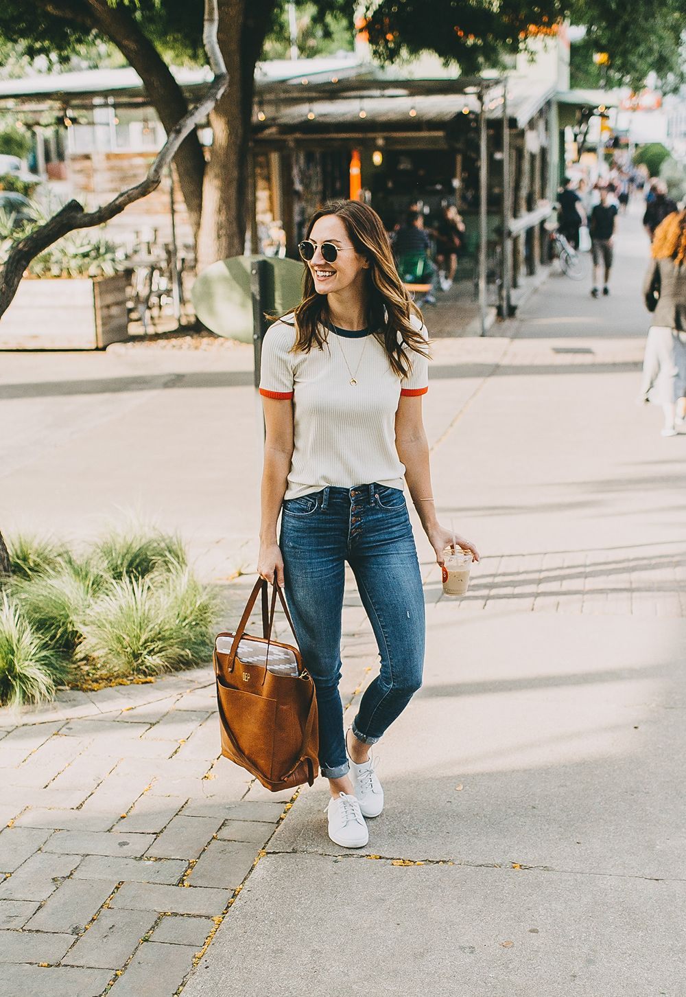 38c5ab62c65c livvyland-blog-olivia-watson-fit-flop-white-leather-sneakers-outfit ...
