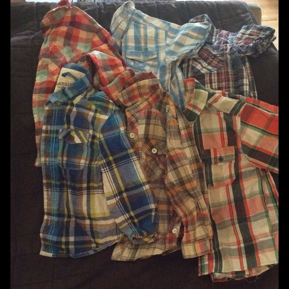 Boys sz 4/5 button up shirts 3 long 3 short sleeve I love putting button ups on my son so I have so many of these in all sizes. There are 6 button up shirts.   3 are long sleeve and 3 are shorts sleeve. I do think they can all fit a little boy size 4  but some of them are size 5 . Jackets & Coats