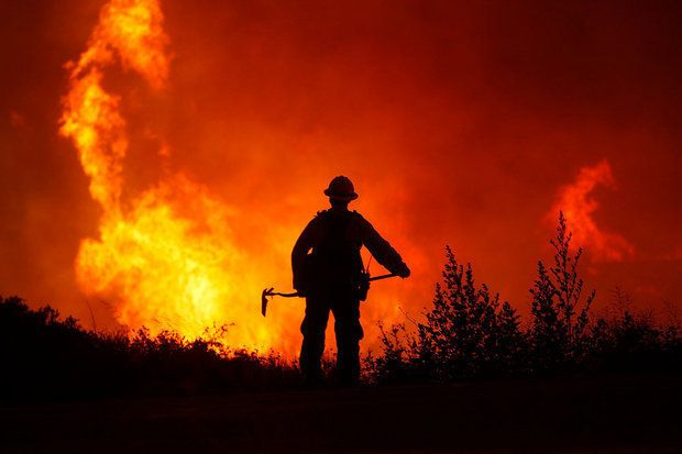 Wildfire North Of Los Angeles Forces Evacuation Of 3 000 Wildland Fire Wildland Firefighter Wild Fire