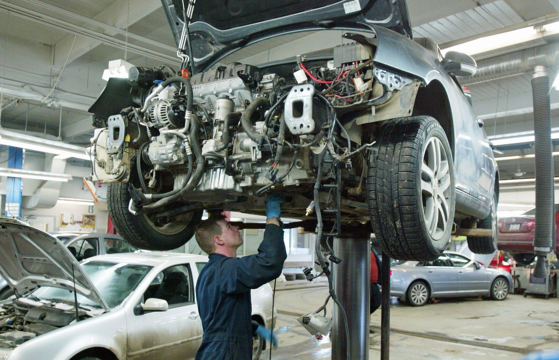 Car Repair Photos In 2020 Auto Repair Repair Vehicles