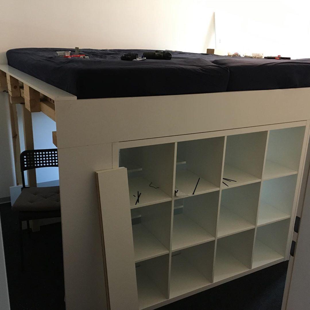 Selbstgebautes Hochbett Mit Kallax Regalen Als Stauraum Selfmade Kallax Ikea Bett Hochb Schlafzimmerideen Fur Kleine Raume Kallax Bett Wohnung Einrichten