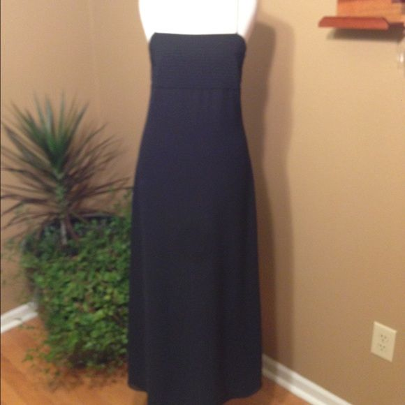 Ann Taylor Black Maxi Dress Sz 2 Looks and feels like silk. Very soft. Excellent condition! Polyester. Fully lined   Measurements when laid flat: Bust: 15 Waist: 14 Hips: 16 Length from under arm to hem: 46 Ann Taylor Dresses Maxi