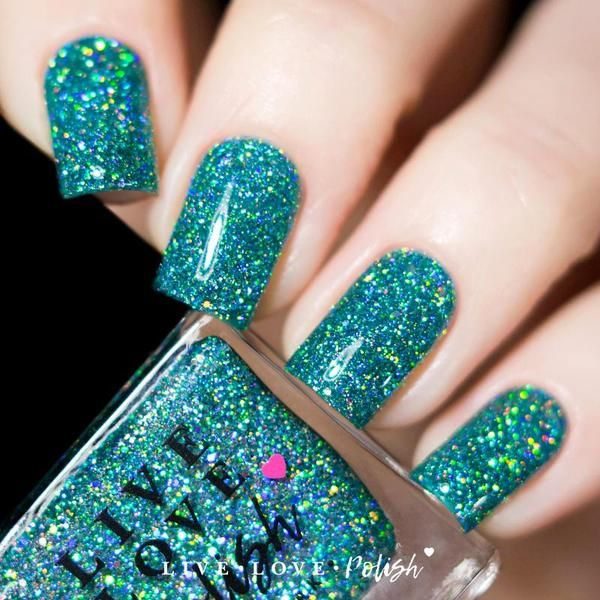 Live Love Polish Mint Julep is a turquoise jelly polish filled with silver holographic glitters.This nail polish is designed and made in the USA.