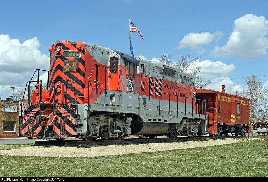 RailPictures.Net Photo: WP 727 Western Pacific EMD GP9 at Elko, Nevada by Jeff Terry