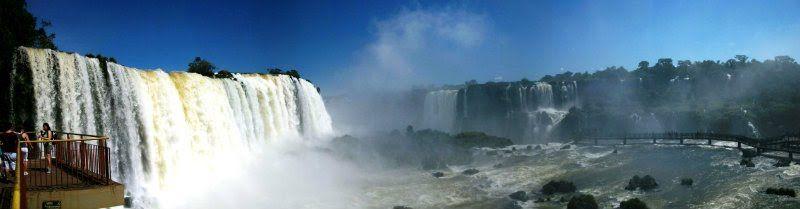Cataratas do Iguaçu (Iguaçu Falls), Brasil.