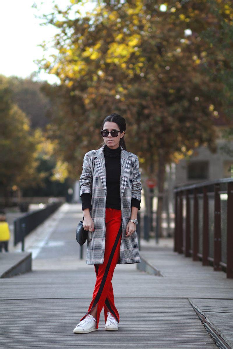Manteau imprimé prince de Galles Zara Pull col roulé noir H&M Jogging rouge Zara Baskets Stan Smith Adidas Blog mode tendance Le Petit Monde de Julie Look automne hiver 2016 2017