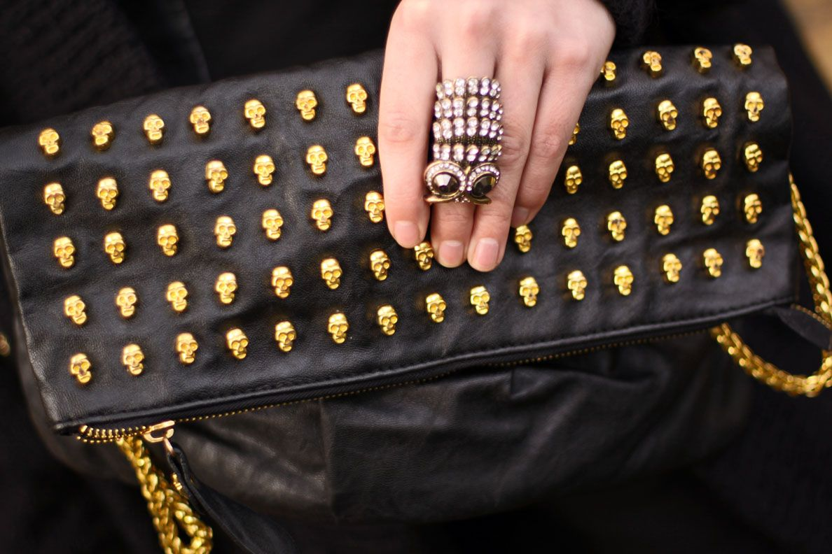 Yet another thing that I absolutely NEED. Studded Skull Purse!