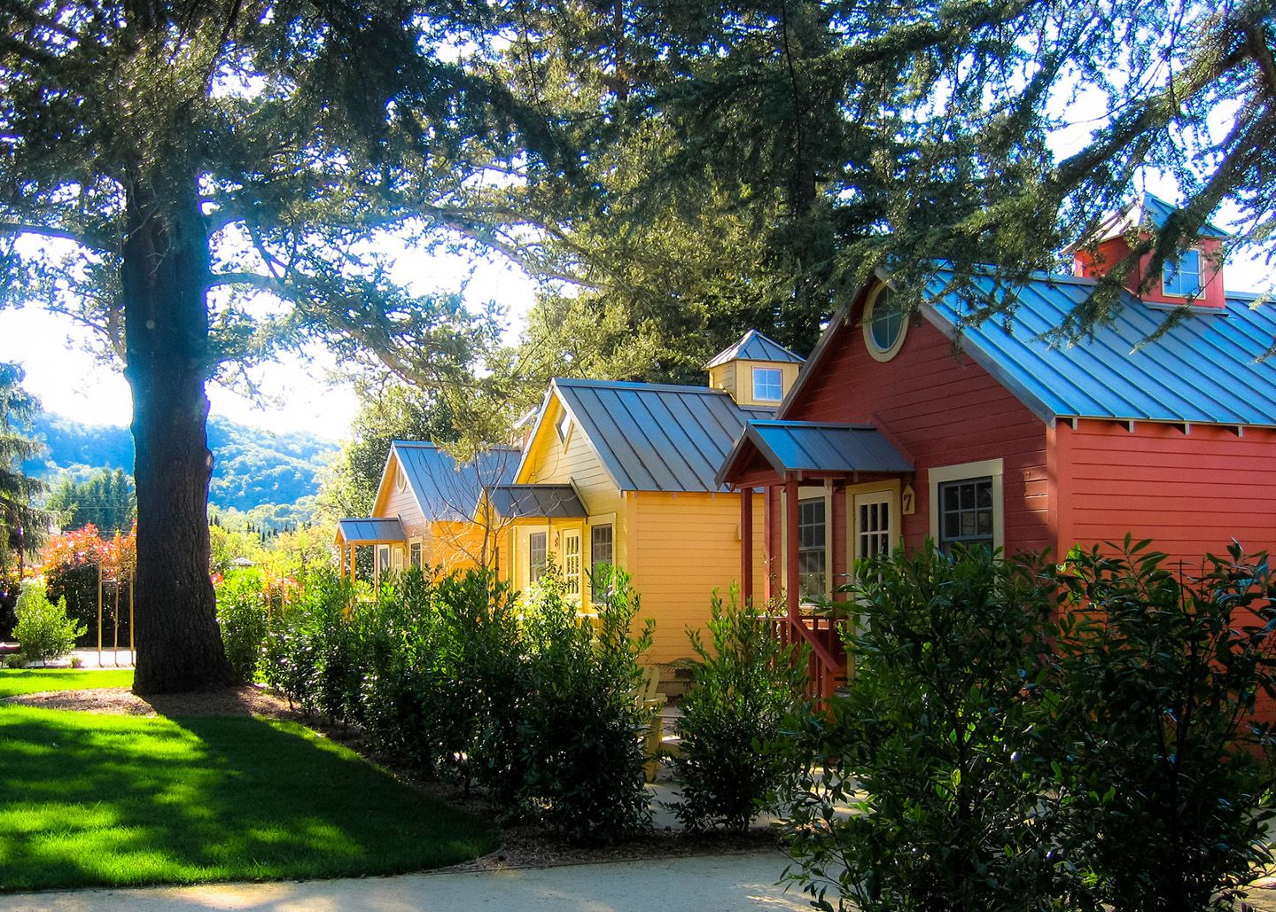 The Cottages Offer Modern Amenities In A Quiet Rustic Setting Just South Of Yountville Napa Valley Perfect For A R Hotels In Napa Cottage Valley Cottage