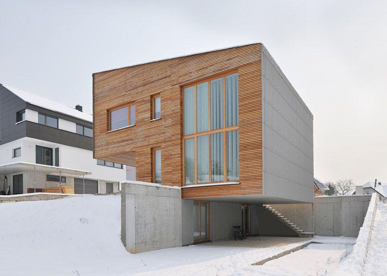 Maison bois contemporaine atypique avec l\u0027illusion de son porte à - Exemple De Facade De Maison