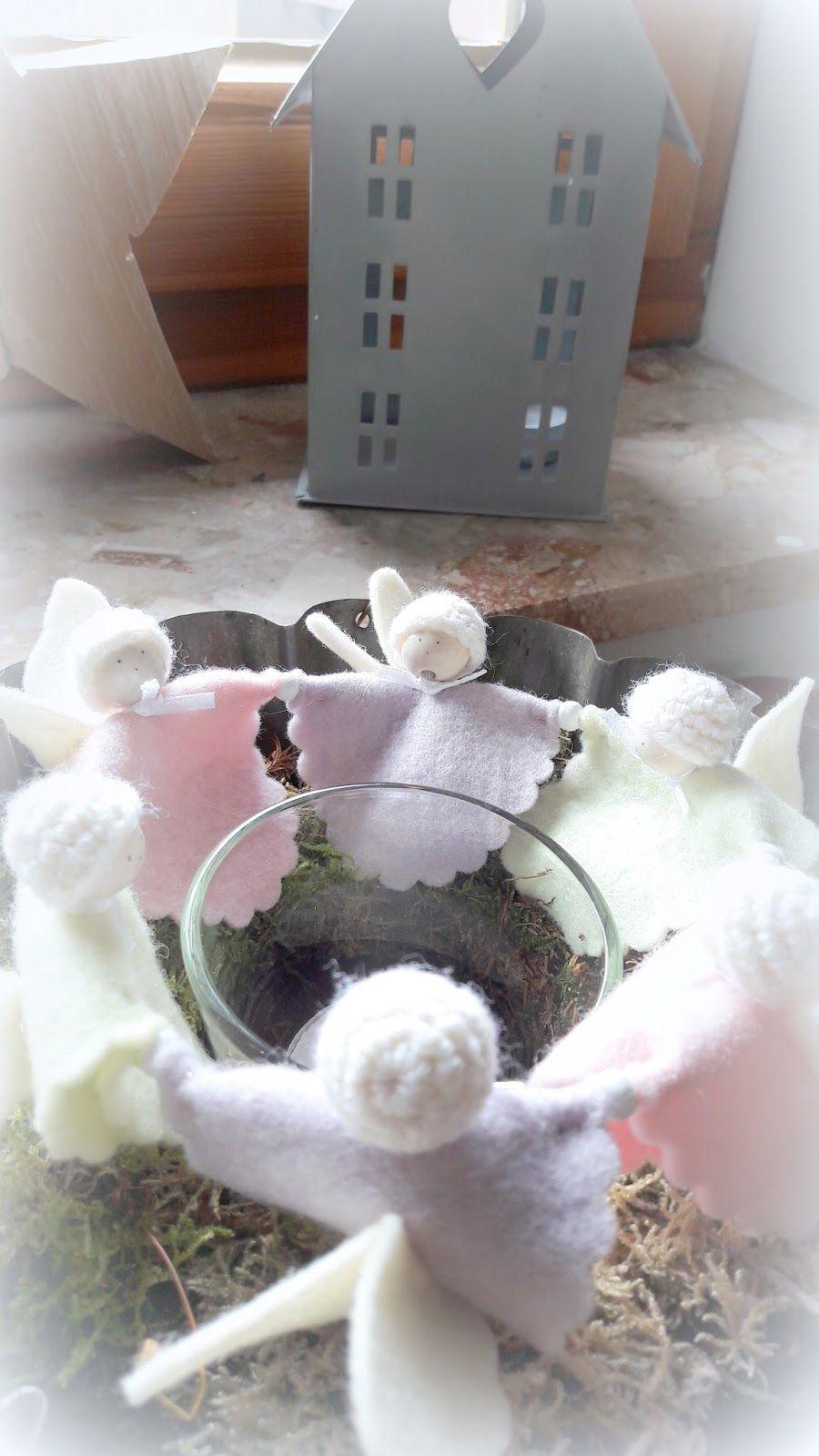 ...wird es weihnachtlich im Fachwerkhäuschen.   Kleine Engel fassen sich an den Händen und bestaunen gemeinsam das Kerzenlicht.     Nach de...