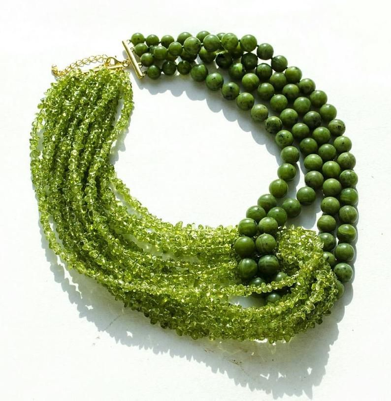 Volumetic choker of chrysolite and jade and gold p